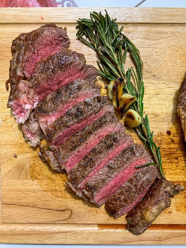 This image has an empty alt attribute; its file name is steak.jpg